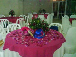 Centro de mesa en rosas fucsia