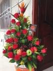 Rosas rojas con frutas
